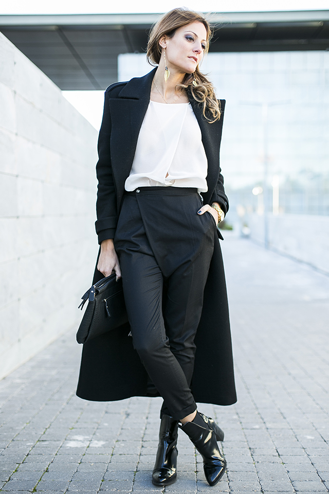 black-and-white-business-casual